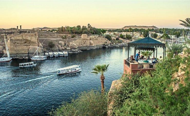 Menikmati-senja-dari-atas-perahu pesiar-di-sungai-Nil